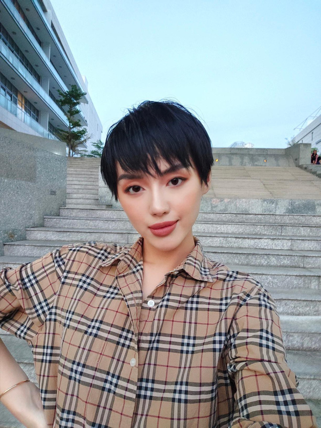 Bộ ảnh lifestyle cực chất của Khánh Linh cùng vivo V17 Pro